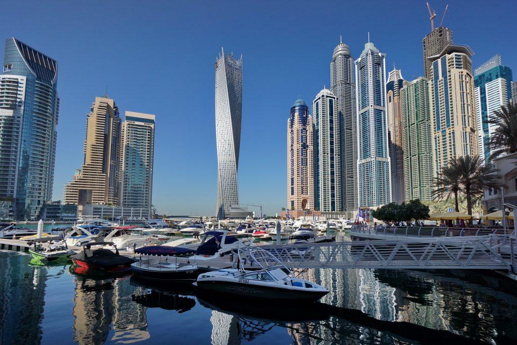 Dubai Marina i Infinity Tower po środku
