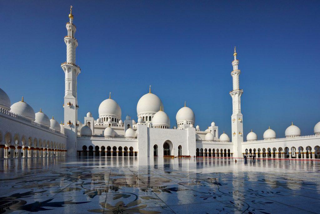 Meczet Szejka Zayeda - dziedziniec wewnętrzny