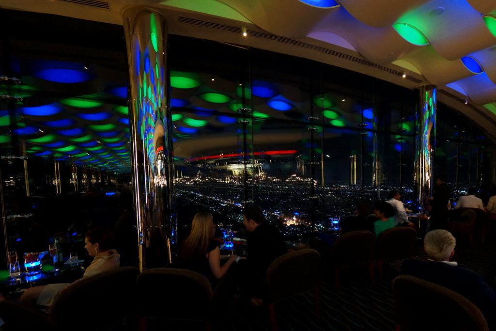 "Sky Bar w ""skrzydle"" i panorama Dubaju"