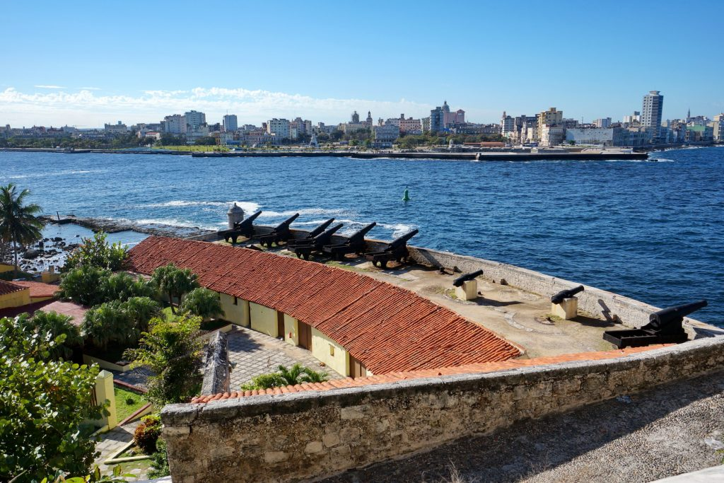 Widok na zatokę z twierdzy Tres Reyes Magos del Morro