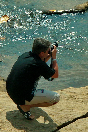 Autor na rzeką Maha Oya na Srilance. Luty 2009.